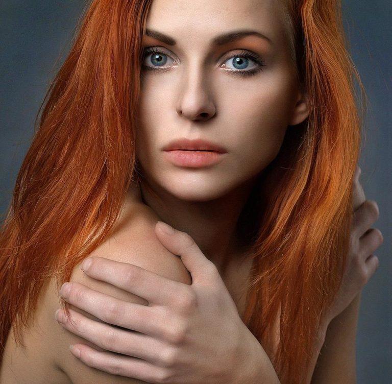 W jaki sposób farbuje się włosy henną w proszku