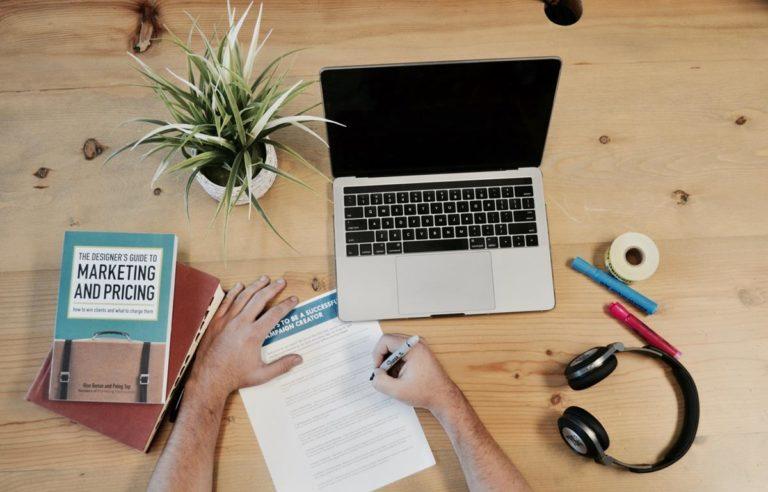 Daj się poznać klientom używającym mediów społecznościowych z dobrej strony
